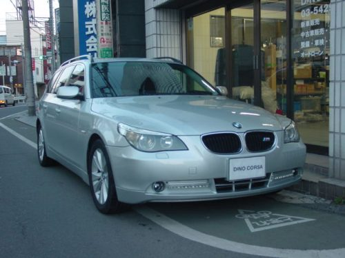04_BMW525T_HL_01