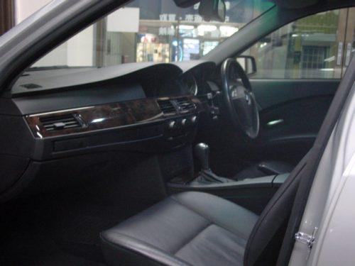 04_BMW525T_HL_04