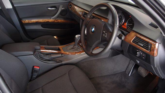 09_BMW320_08