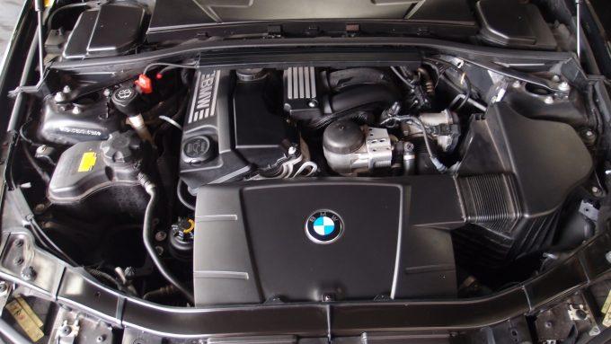 09_BMW320_13