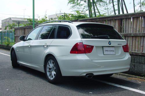 10_BMW320T_02