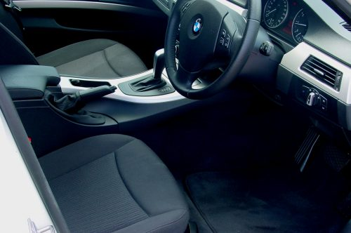 10_BMW320T_07