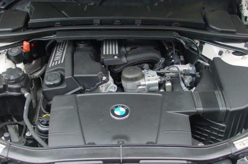 10_BMW320T_10